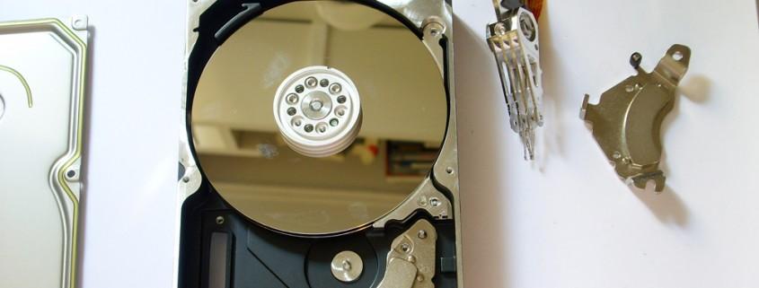 PRINCELAB SRL • Recupero Dati Professionale – Professional Data Recovery a Vicenza - hard disk aperto da NON professionisti in ambiente non protetto e con impronte sul piatto