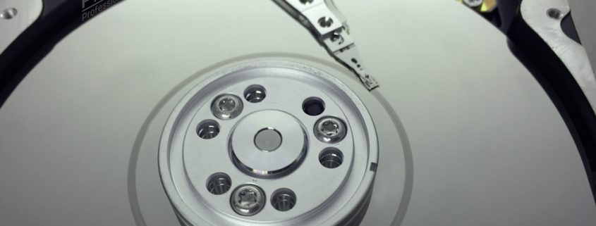 PRINCELAB SRL • Esempio di Head Crash con piatto dell'Hard Disk vistosamente danneggiato