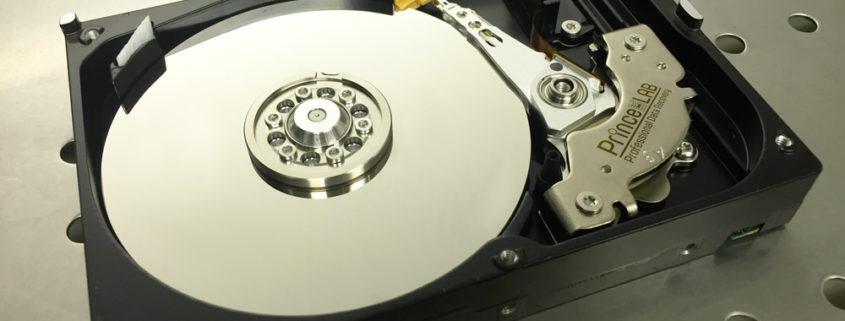 PRINCELAB SRL • Recupero Dati Professionale – Professional Data Recovery - Hard Disk aperto in camera bianca
