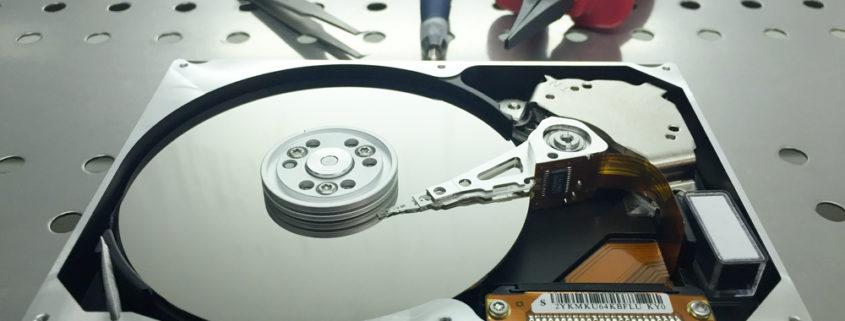 PrinceLAB: hard disk in lavorazione in camera bianca